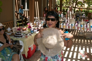 My Sis-in-law presenting her hat to my mom...and she even GAVE her hat to my mom!